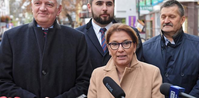 """""""Afery, nieudolne rządy to ich mocne spoiwo"""" - napisała na Twitterze Beata Mazurek"""