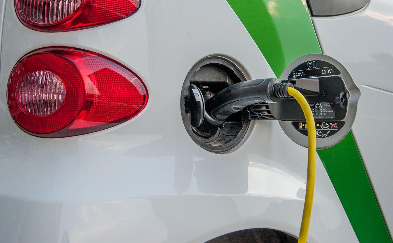 Rzędowska: Aczyty kupiłbyś polski samochód elektryczny?