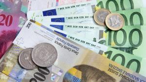 Zdaniem ekspertów, spadek kursu franka ma związek z ostatnimi wypowiedziami szefa Europejskiego Banku Centralnego Mario Draghiego