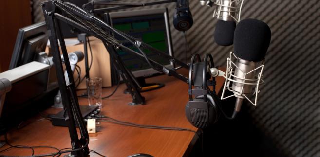 """Słyszeliście o aferze? Czech Media Invest, właściciel grupy Eurozet, w skład której wchodzi m.in. Radio Zet, chce ją sprzedać, zaś Fratria, wydawca tygodnika """"Sieci"""", zamierza – według portalu WirtualneMedia.pl – ją kupić."""