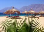 Nuweiba – to typowa turystyczna miejscowość w Egipcie. Określana jest rajem dla turystów, otulonym w turkusową zatokę.