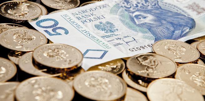 O godzinie 10:15 kurs EUR/PLN testował poziom 4,2990 zł, CHF/PLN 3,9320 zł, GBP/PLN 4,9990 zł, a USD/PLN 3,84 zł.
